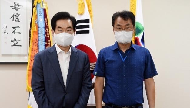 김국연 신임 한국마사회 의정부지사장, 안병용 의정부시장과 환담
