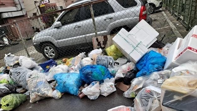 쓰레기더미 얌체족들 집중단속해야